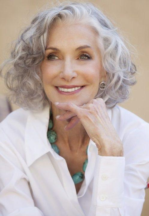 Омолаживающие и модные стрижки и прически для женщин после 40