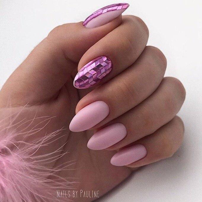 Маникюр дымчато розовый