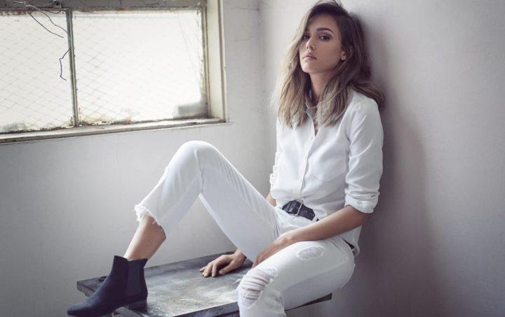 С чем носить белые джинсы?  (51 фото)