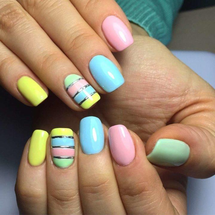 Кстати, шеллак – самое практичное покрытие для ногтей на лето, ведь благодаря его уникальным особенностям маникюр сохраняет идеальный вид в течение двух-трех недель, что особенно важно в период отпусков.