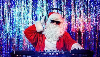 Лучшие новогодние песни: детские, обрядовые, рождественские, танцевальные.