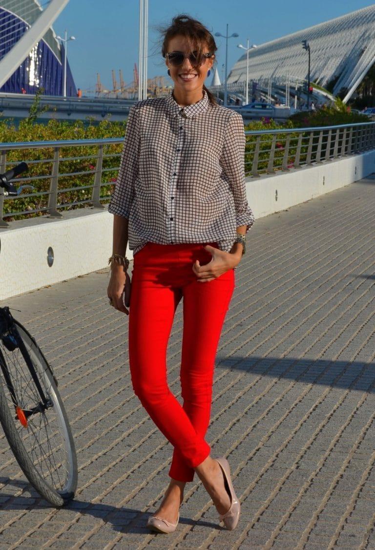 пик удовольствия с чем одевать красные брюки фото радостью поможем вам