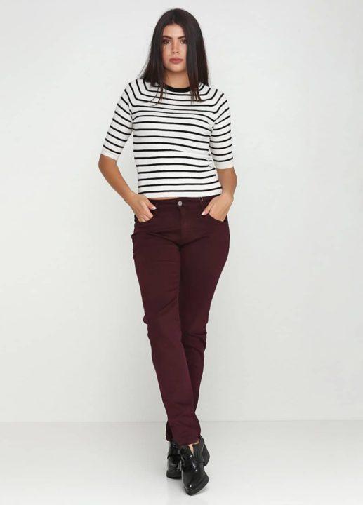 С чем носить бордовые брюки и джинсы? (57 фото)