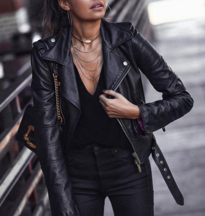 Девушка в кожаной куртке картинка