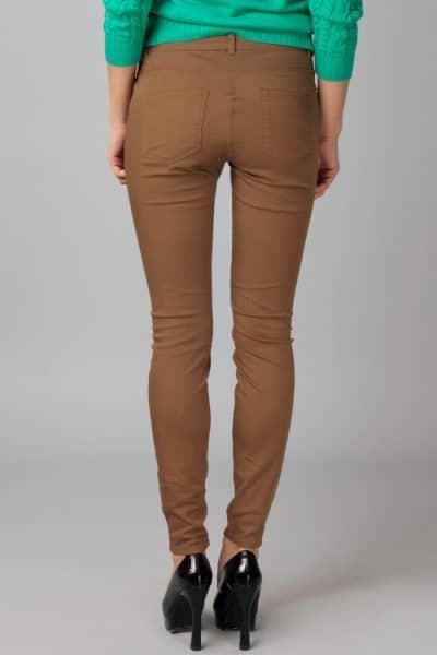 С чем носить коричневые брюки (47 фото)