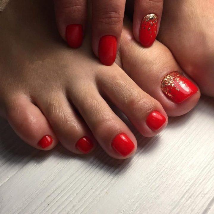 Красный педикюр для роковых красоток (51 фото)