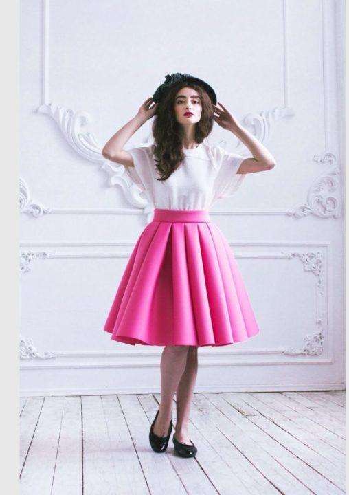 59866823845 Такие цветные юбки обычно выбирают для теплой весенней и жаркой летней  погоды. Вы можете в качестве верха использовать легкие свитера