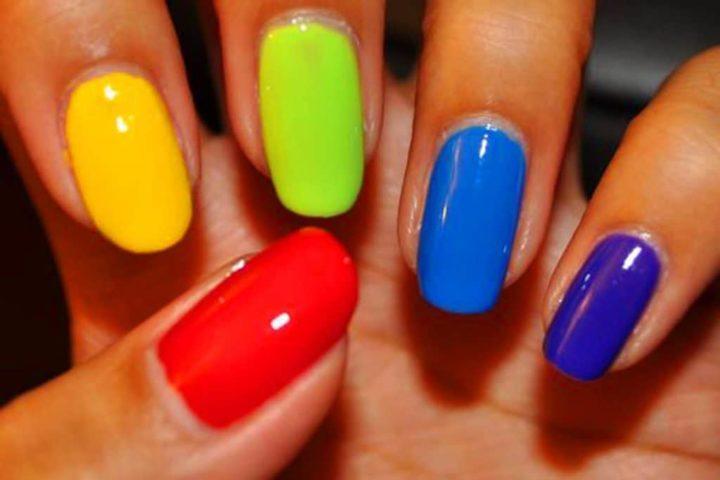 Разноцветный маникюр (51 фото)