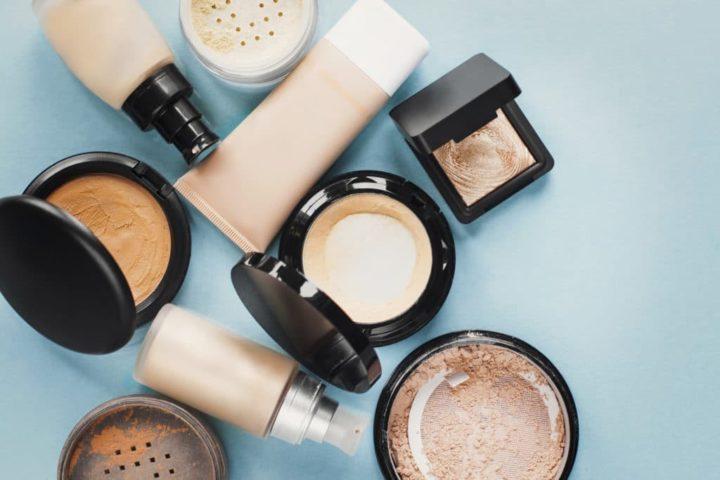 Как вывести с одежды пятна от тонального крема — универсальные лайфхаки