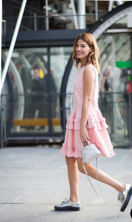 https://womans.ws/wp-content/uploads/2019/09/Hanneli-Mustaparta-by-STYLEDUMONDE-Street-Style-Fashion-Photography_MG_7087-e1569832810381.jpg