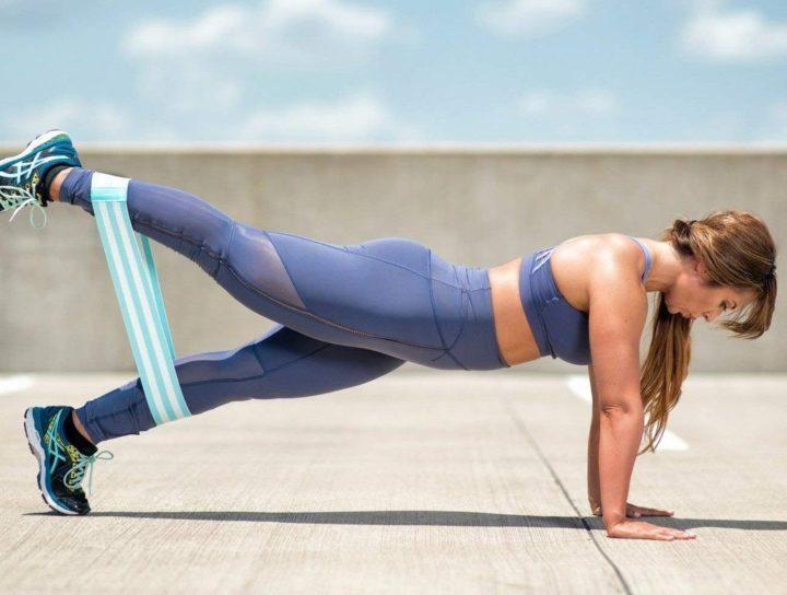 Домашние упражнения с фитнес резинкой для женщин