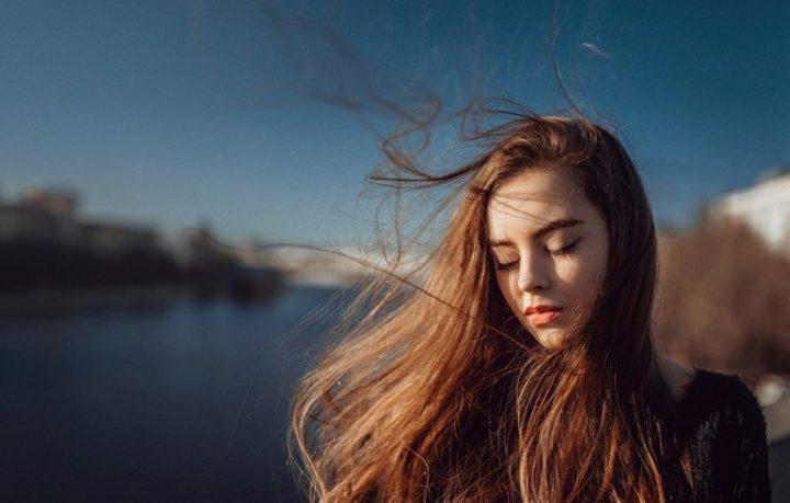 Советы для причесок при ветреной погоде
