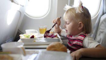 Перелет в самолете с ребенком: советы и правила