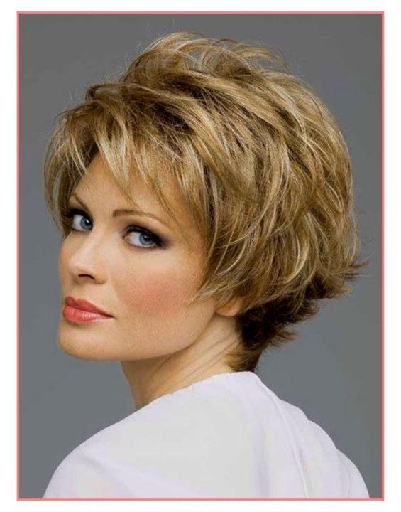Женские прически и укладки на короткие волосы фото