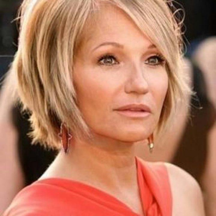 Прически после 40 которые молодят фото на средние волосы с челкой женские
