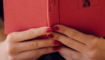 Роскошный красный маникюр: идеи, новинки (66 фото)