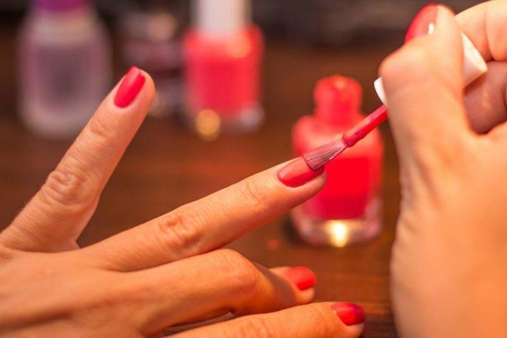 Как правильно накрасить ногти на ногах в домашних условиях фото