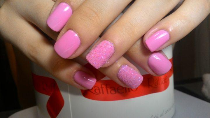 Стильный розовый маникюр: модные оттенки, новинки дизайна (52 фото)