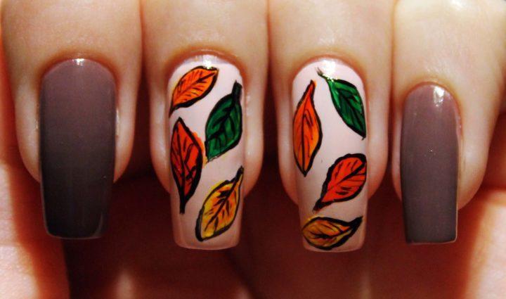 Фото осеннего маникюра с листиками